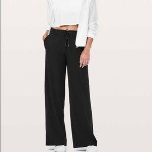 Lululemon wide legs pants 8